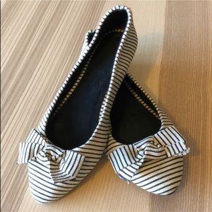 Forever 21 • Black & White striped bow flats